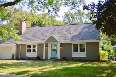 Ozaukee County Single Family Home For Sale: 1609 Dellwood Ct