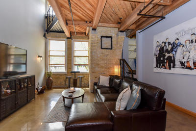 Milwaukee Condo/Townhouse For Sale: 904 E Pearson St #106