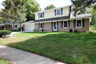 Waukesha Single Family Home Active Contingent With Offer: 2109 Laura Ln