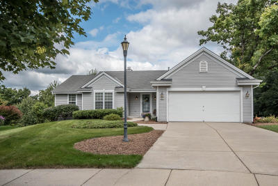 Waukesha Single Family Home Active Contingent With Offer: 1004 Fieldridge Ct