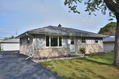 Menomonee Falls Single Family Home Active Contingent With Offer: W151n8461 Thomas Dr