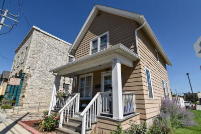 Waukesha Single Family Home Active Contingent With Offer: 135 E North St
