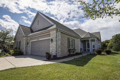 Menomonee Falls Condo/Townhouse For Sale: W162n5535 Westwind Dr