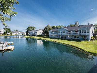Milwaukee County Condo/Townhouse Active Contingent With Offer: 8369 S 76th St
