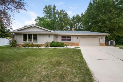 Muskego Single Family Home Active Contingent With Offer: S72w16852 Briargate Ln