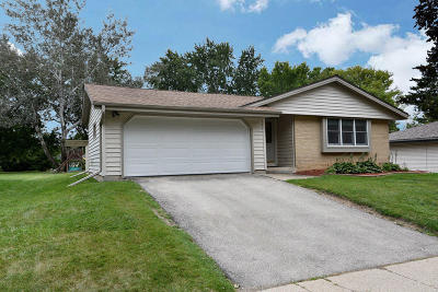 Waukesha Single Family Home Active Contingent With Offer: 2101 Garvens Ct