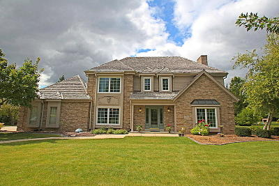 Ozaukee County Single Family Home Active Contingent With Offer: 10509 N Manor Cir