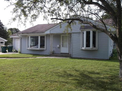 Ozaukee County Single Family Home For Sale: 215 E Pierron St