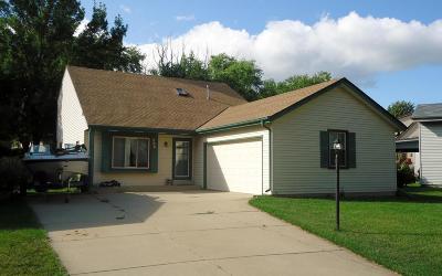 Waukesha Single Family Home For Sale: 206 Rivera Dr