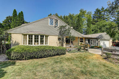 Ozaukee County Single Family Home Active Contingent With Offer: 512 Heidel Rd