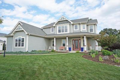 Oconomowoc Single Family Home For Sale: 1399 Shoreland Ln