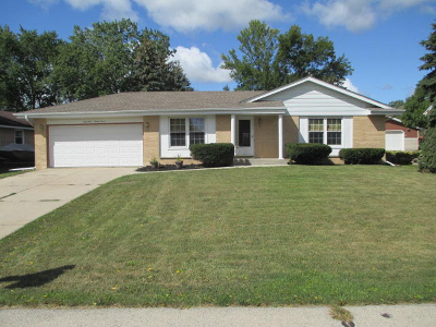 Greenfield Single Family Home For Sale: 6197 S 39th St