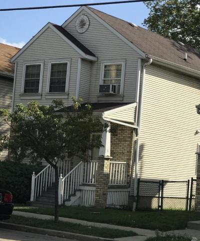 Milwaukee Single Family Home Active Contingent With Offer: 1018 S 11th St