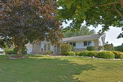 Greendale Single Family Home Active Contingent With Offer: 6127 Twin Oak Dr