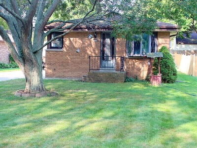 Oak Creek Single Family Home Active Contingent With Offer: 9119 S Annette Pl