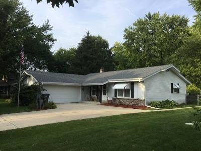 Waukesha Single Family Home Active Contingent With Offer: 1909 Chapman Dr