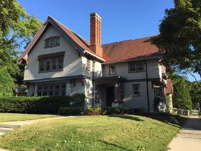 Milwaukee Single Family Home Active Contingent With Offer: 2928 E Kenwood Blvd