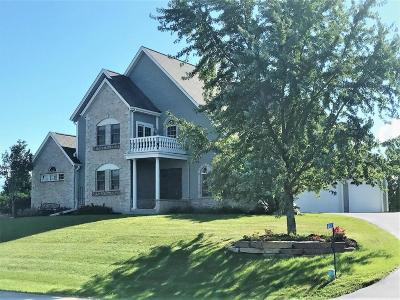 Oconomowoc Single Family Home For Sale: W2437 Mariah