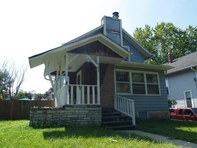 Waukesha Single Family Home For Sale: 147 W Newhall Ave