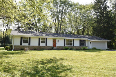 Mequon Single Family Home Active Contingent With Offer: 2419 W Ranch Rd