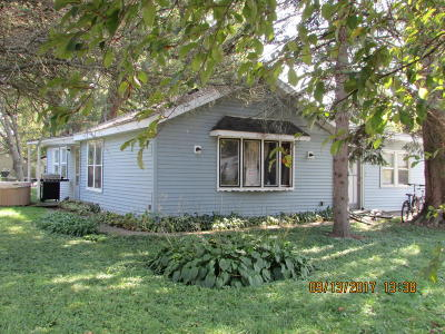 Delavan WI Single Family Home For Sale: $135,000