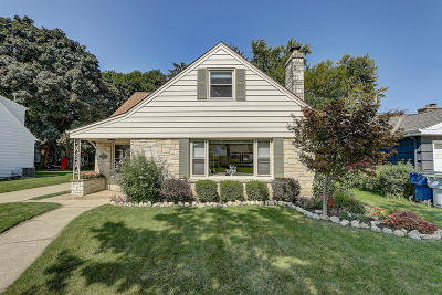 Milwaukee Single Family Home Active Contingent With Offer: 9528 W Lorraine Pl