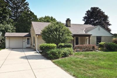Ozaukee County Single Family Home For Sale: 214 W Alta Loma Cir