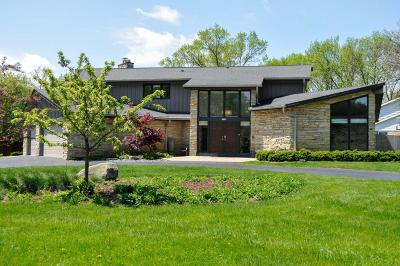 Milwaukee County Single Family Home For Sale: 2105 W Applewood Ln