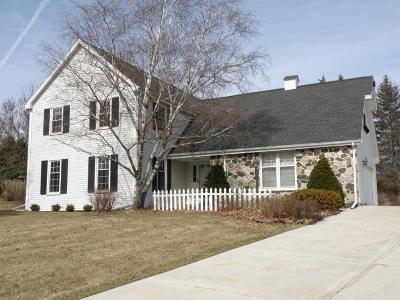 Waukesha County Single Family Home For Sale: 17860 Colline Vue Ct