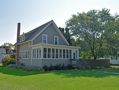 Oconomowoc Single Family Home Active Contingent With Offer: 605 Westover St