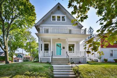 Milwaukee County Single Family Home For Sale: 3302 S Indiana Ave