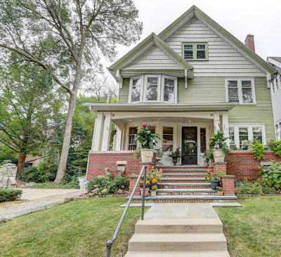Milwaukee County Single Family Home For Sale: 2754 N Prospect Ave