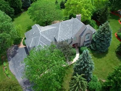 Ozaukee County Single Family Home Active Contingent With Offer: 10522 N Manor Cir