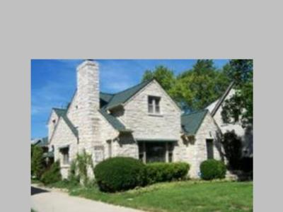 Milwaukee Single Family Home For Sale: 453 N Story Pkwy