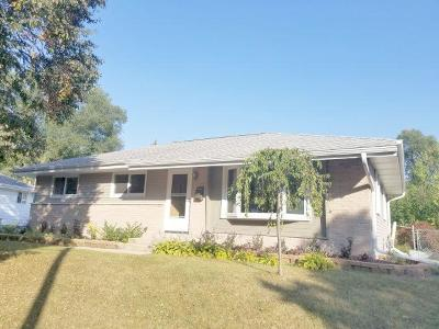 Waukesha Single Family Home Active Contingent With Offer: 1521 Victoria Dr