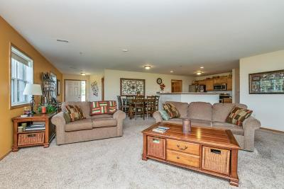Racine County Condo/Townhouse Active Contingent With Offer: 853 Stonefield Dr #308