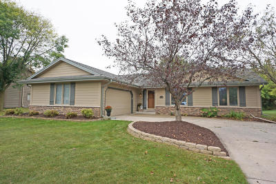 Menomonee Falls Single Family Home Active Contingent With Offer: N76w15909 Countryside Dr