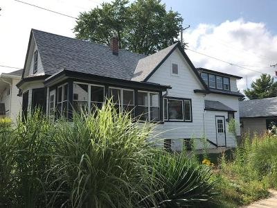 Milwaukee Single Family Home For Sale: 2124 E Estes St