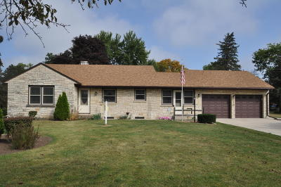 Waukesha County Single Family Home For Sale: 210 W State Rd