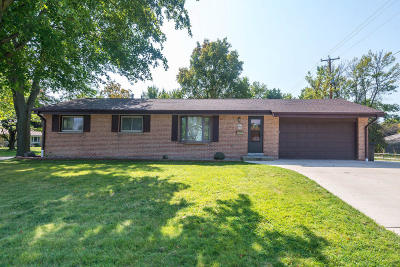 Menomonee Falls Single Family Home Active Contingent With Offer: W178n8913 Queensway St