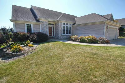 Waukesha Single Family Home For Sale: 1847 Deer Path