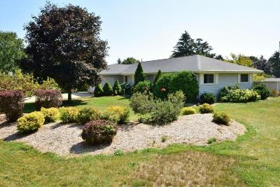 New Berlin WI Single Family Home For Sale: $279,900