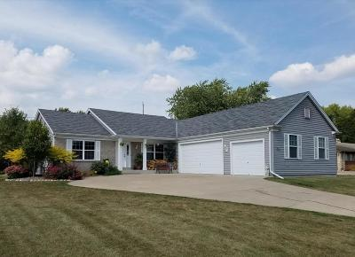 Waukesha County Single Family Home For Sale: W226n3977 Country Ln