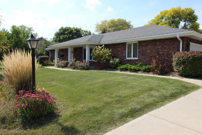 Brookfield Single Family Home For Sale: 2405 Sheraton Rd