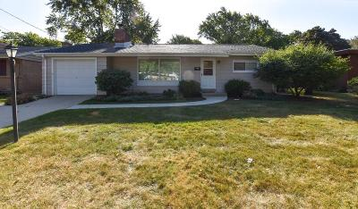 Milwaukee Single Family Home For Sale: 7157 W Wedgewood Dr