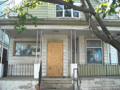 Milwaukee Single Family Home For Sale: 937 S 35th St