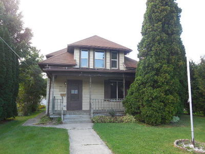 Single Family Home For Sale: 210 N Clark St