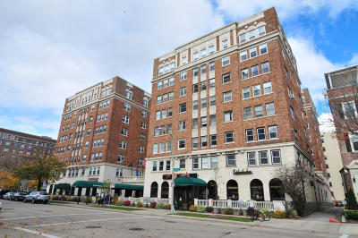 Milwaukee Condo/Townhouse For Sale: 1028 E Juneau Ave #202