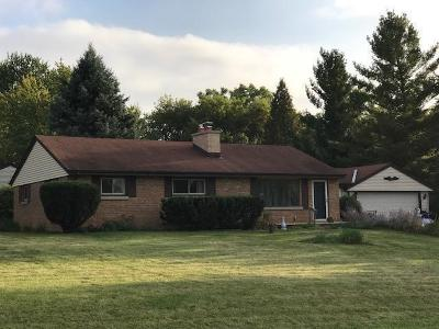 Brookfield Single Family Home For Sale: 19035 N Hills Dr