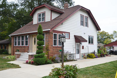 Hales Corners Single Family Home For Sale: 5814 S 109th St